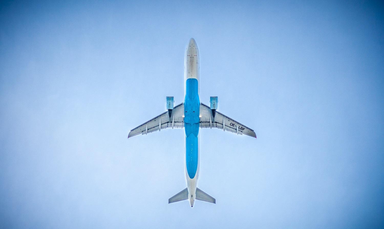 Avión viaje cielo