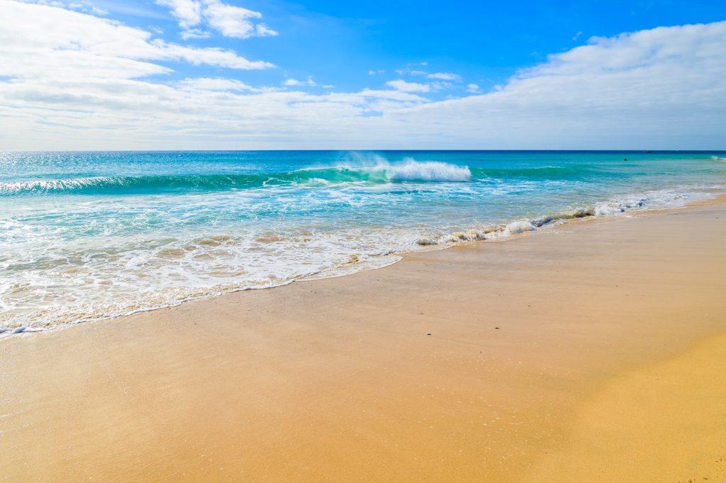 Lista para viajar a la playa no te dejes nada - Toldos para la playa ...
