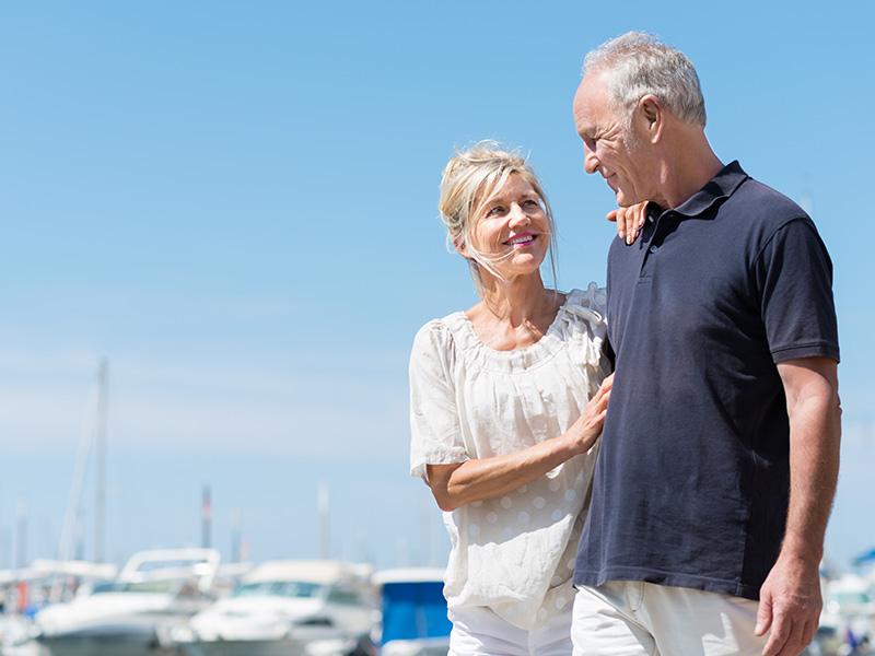 Abuelos paseo puerto