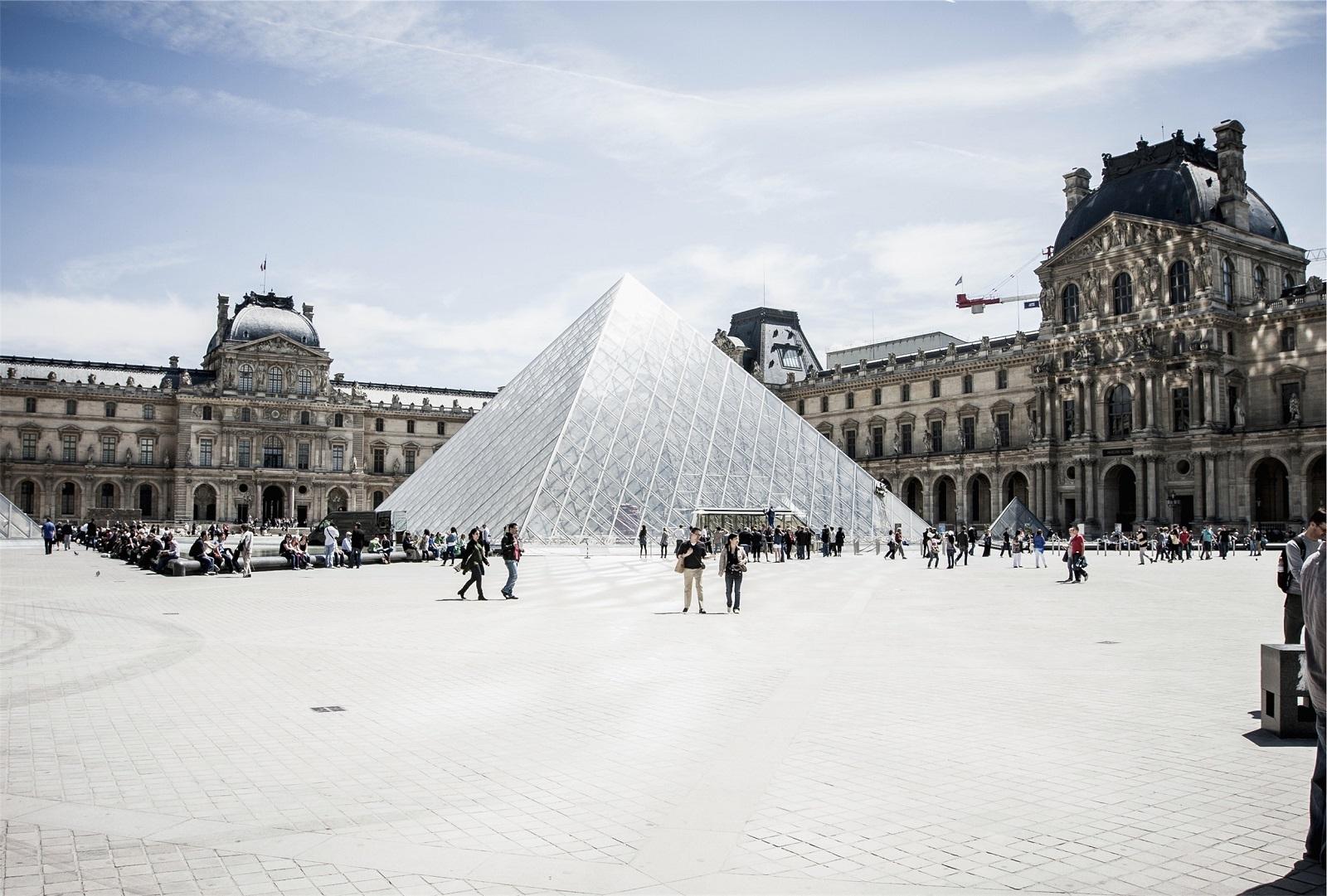 Museo Louvre París pirámide