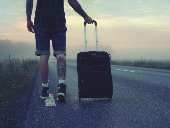 Maleta en mano, como buen viajero