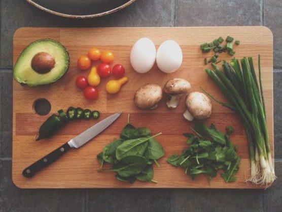 Cocinar, siempre un buen plan para hacer en casa
