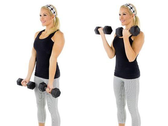 Para los bíceps, perfecta actividad para hacer en casa
