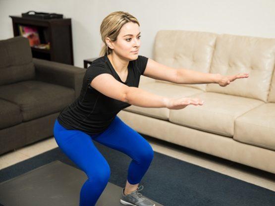 Sentadillas, un buen ejercicio para hacer en casa