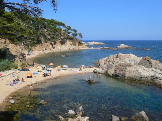 playas-nudistas-de-la-costa-brava-cala-estreta-muchosol