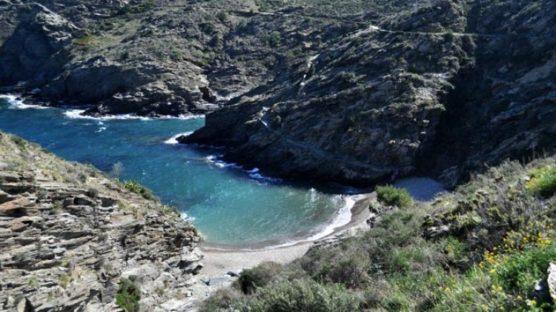 playas-nudistas-de-la-costa-brava-cala-nans-muchosol