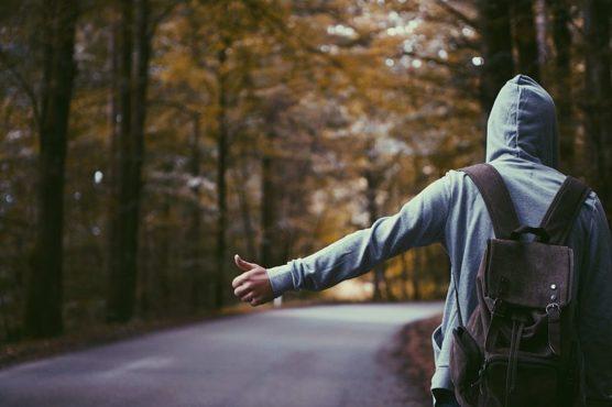 no-aburrirse-en-trayectos-largos-autostop-muchosol