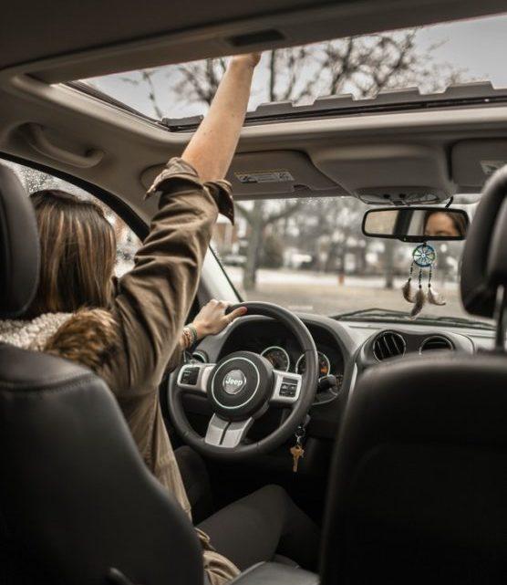 no-aburrirse-en-trayectos-largos-conducir-muchosol