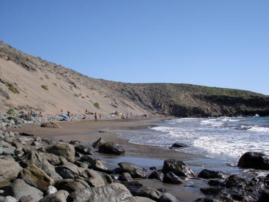 playas-nudistas-de-gran-canaria-montaña-muchosol