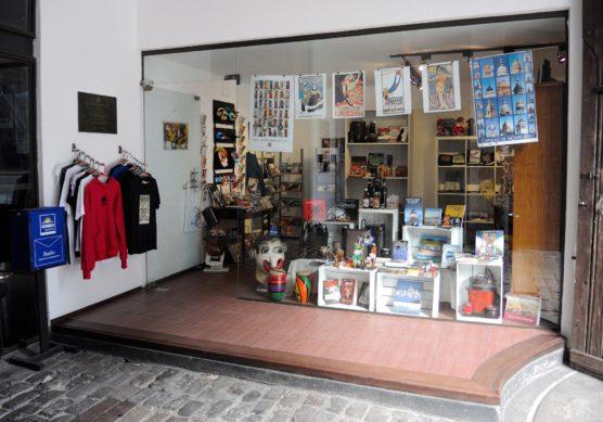 visitar-museos-con-ninos-souvenir-muchosol