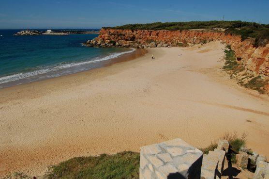 playas-nudistas-de-andalucia-aceite