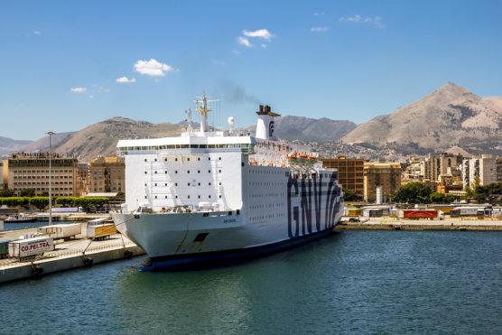 como-moverse-en-sicilia-ferry