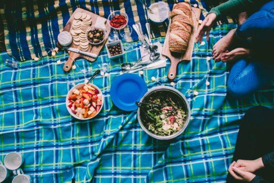 equipo-senderismo-picnic