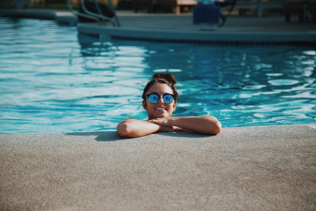 que-llevar-a-la-piscina
