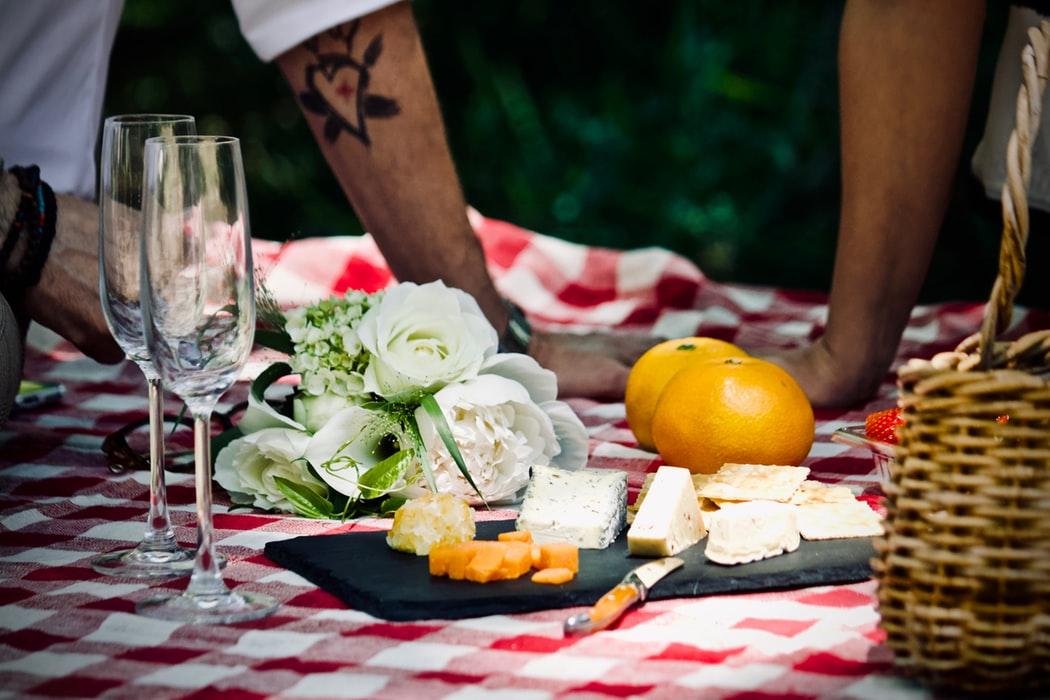 que-llevar-a-un-picnic-portada