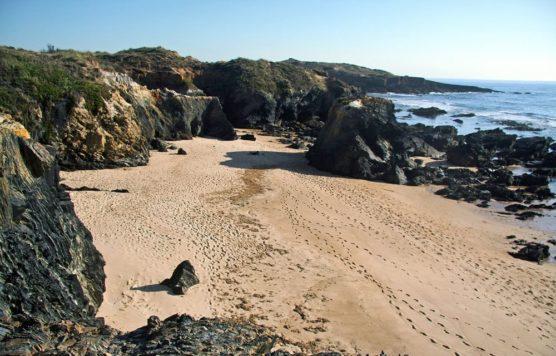 Playas-nudistas-Algarve-Praia-das-Furmas