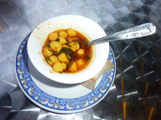 Que-comer-en-Sevilla-Garbanzos-con-Espinacas