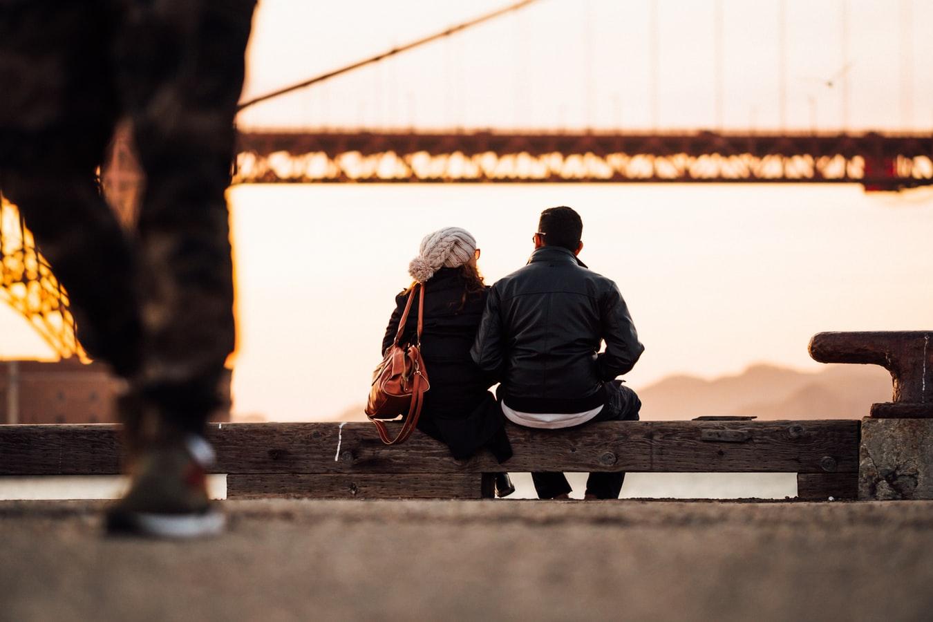 viajes-para-el-Puente-de-Diciembre-pareja