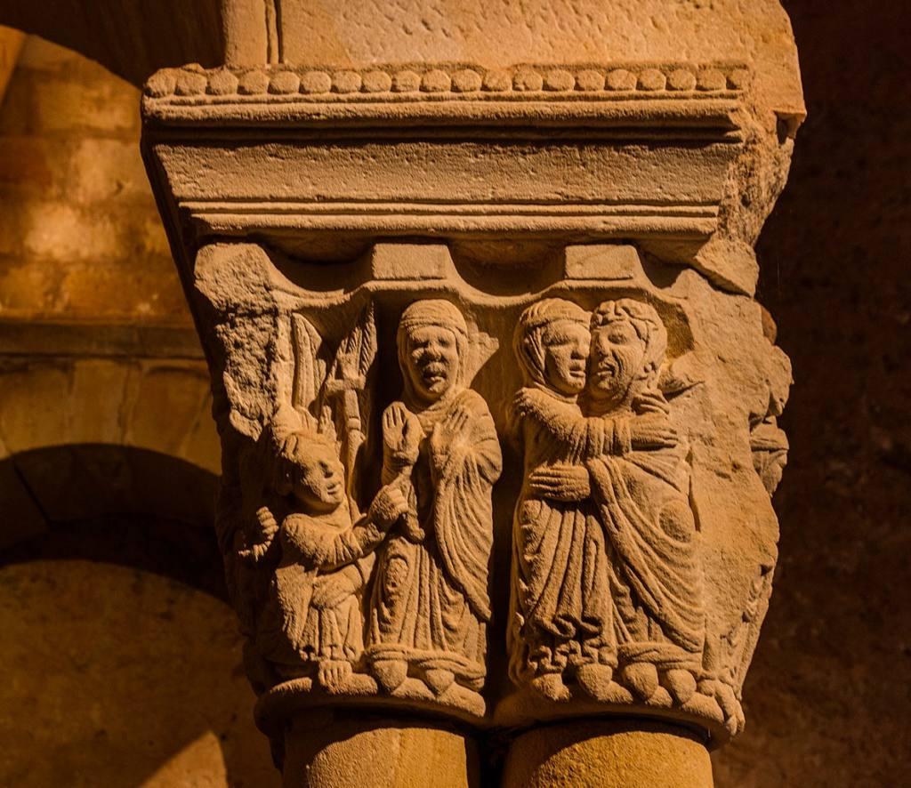 ruinas-de-españa-monasterio-capitel